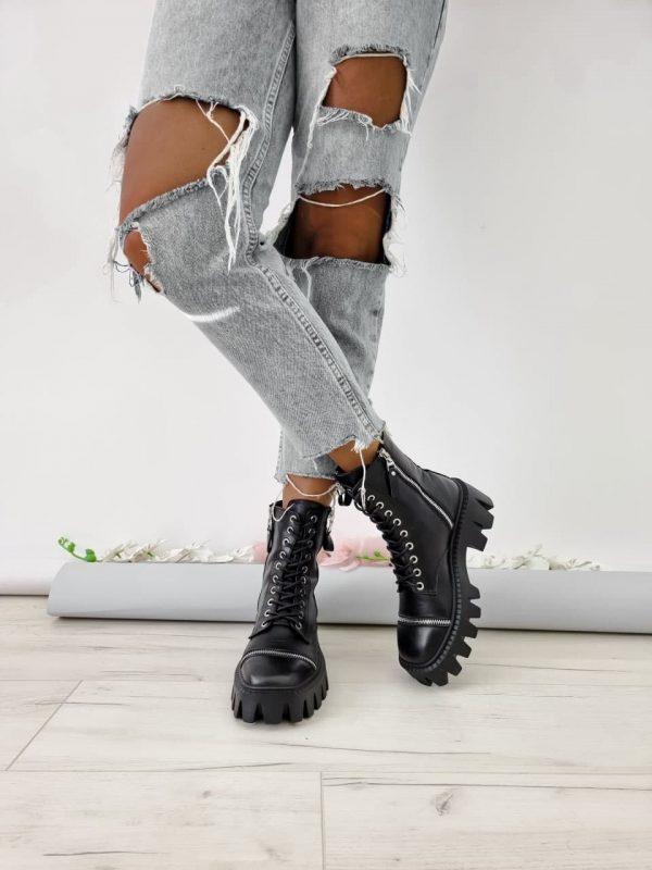 Ботинки средние на грубой массивной подошве черного цвета в стиле милитари купить