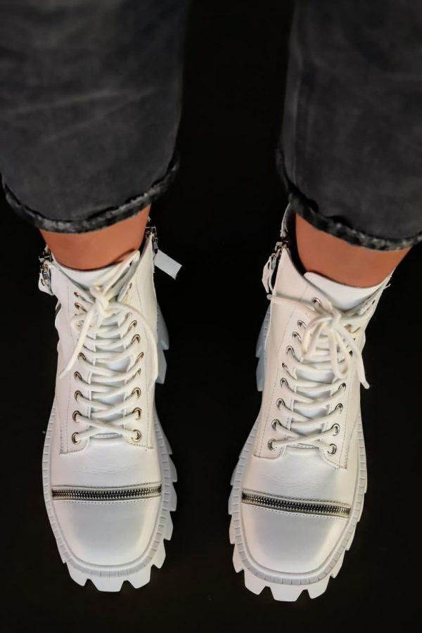 трендовые ботинки на грубой подошве женскиебелые купить