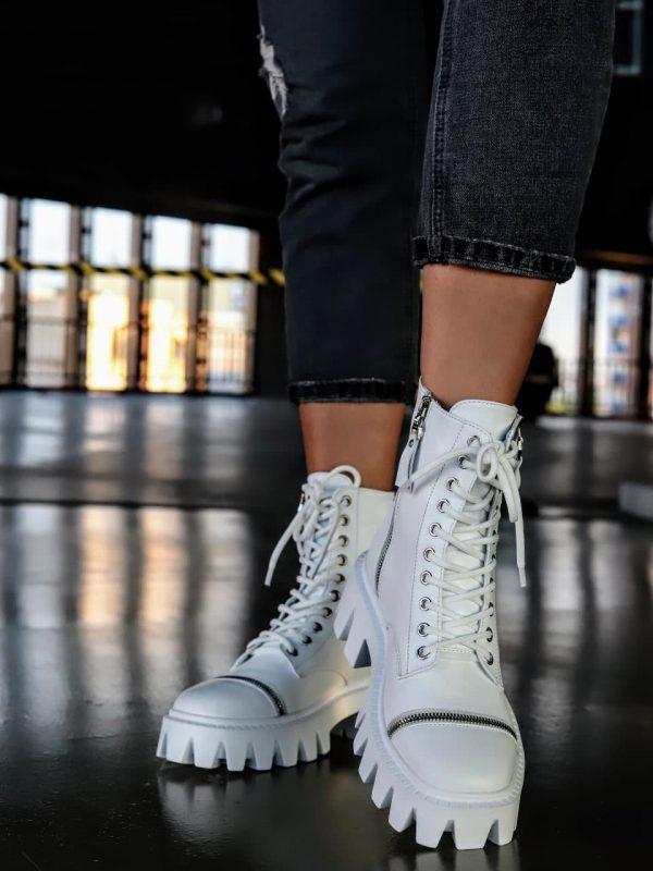 Ботинки модные белые на массивной подошве из кожи со шнурками купить