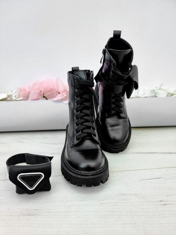 Ботинки с маленькими кошельками по бокам