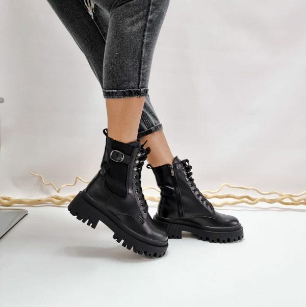 Черные кожаные ботинки на массивной подошве купить