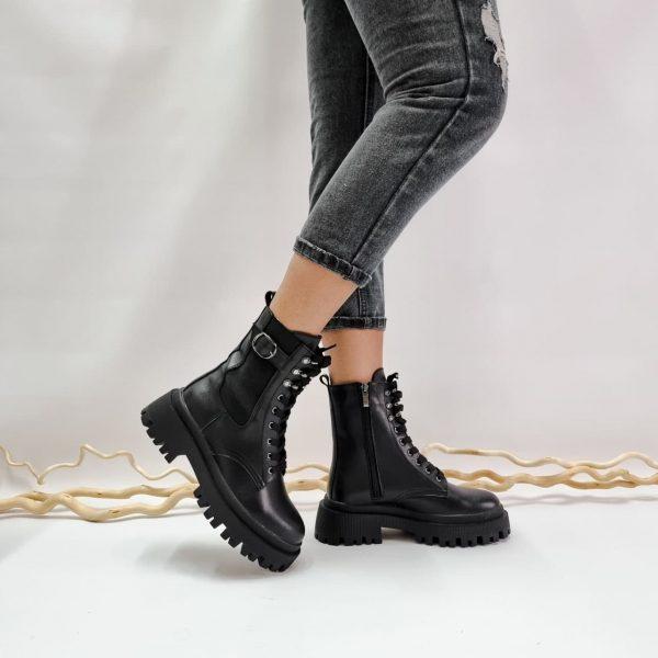 Женские кожаные ботинки на массивной подошве