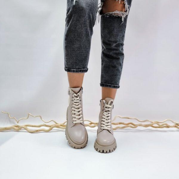 Темно бежевые женские ботинки на шнуровке с крупной подошвой