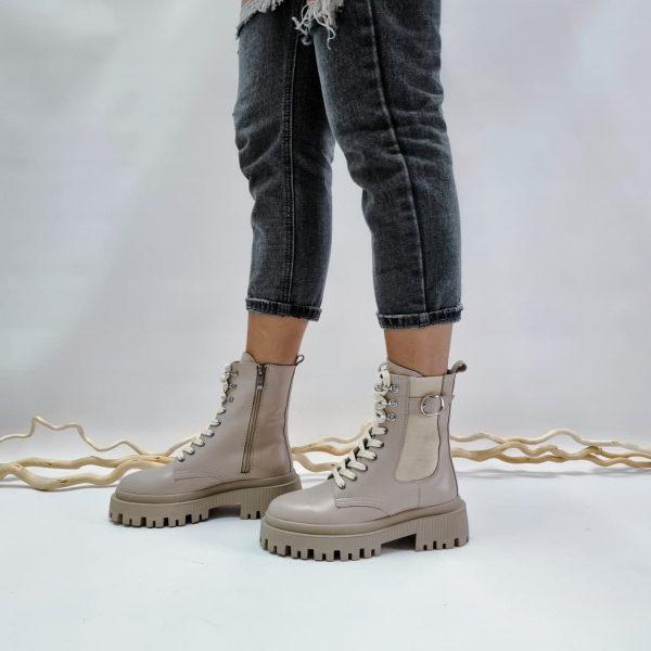 Грубые бежевые ботинки средние на массивной подошве купить