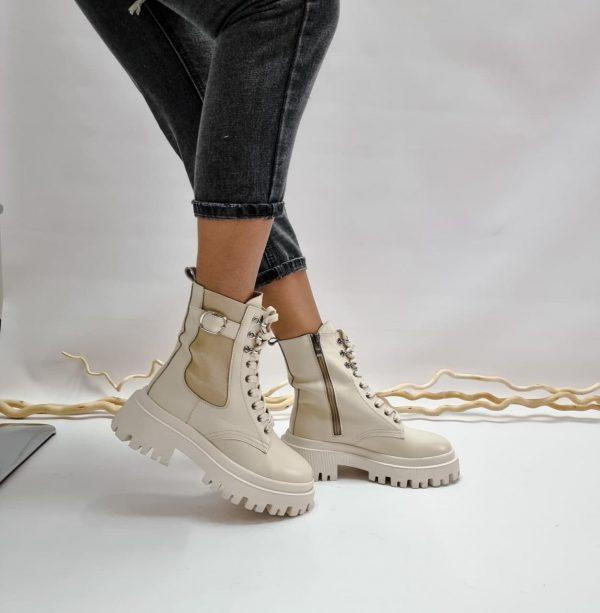 Купить бежевые женские ботинки кожаные на массивной подошве