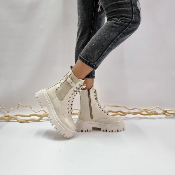 Ботинки на массивной подошве с протектором бежевого цвета купить