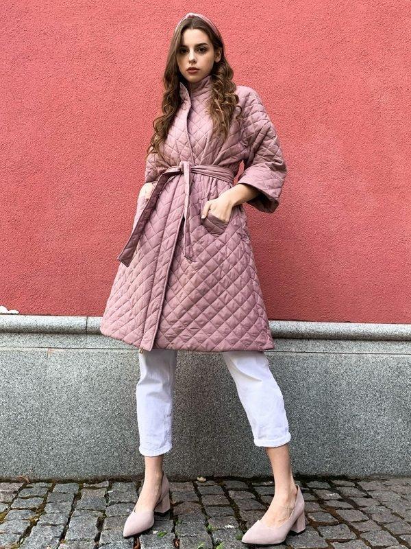 модная стеганная куртка пальто цвета пудры